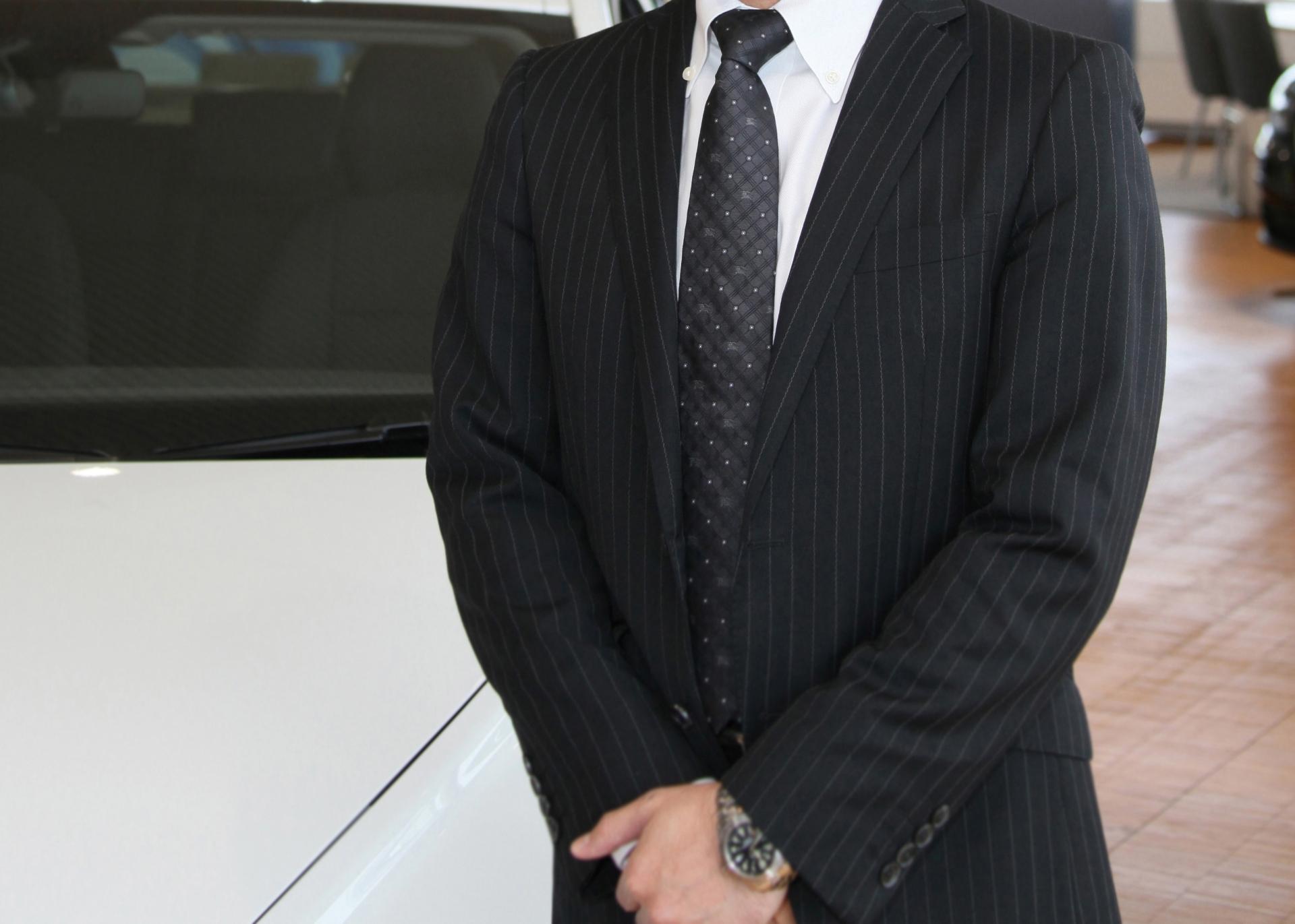 「自動車店で  働く真面目そうな  営業マンだった。」の画像検索結果